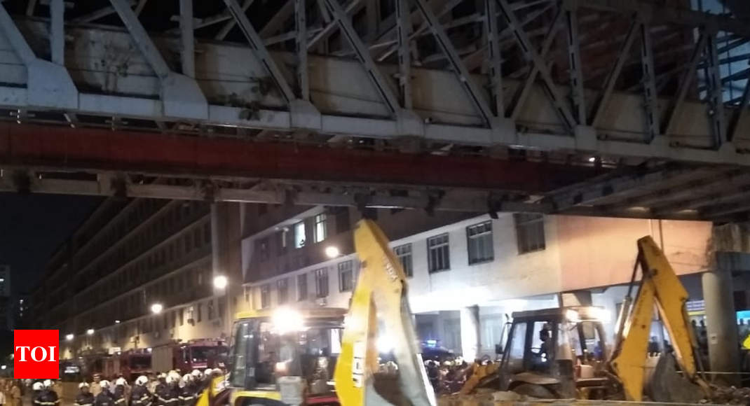 6 dead, 32 injured as foot overbridge collapses near Mumbai's CST