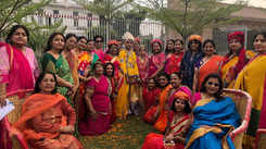 Jaipur ladies play dry Holi with each other at this pre-Holi bash