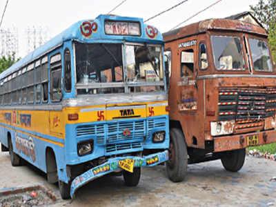 S44 Bus Time >> Kolkata 10 Passengers Hurt As Racing Buses Collide On Vip Road