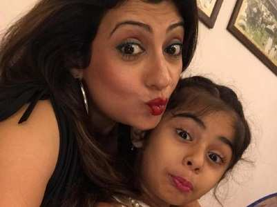 Juhi Parmar performs with her daughter
