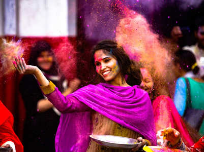 Happy Holi 2019: Pictures, GIFs and Wallpapers