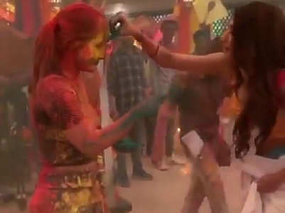 Hina-Erica celebrate Holi on Kasautii set