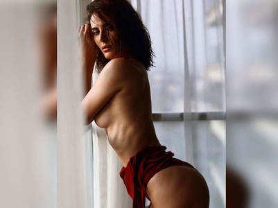 Mandana Karimi trolled for her topless pic