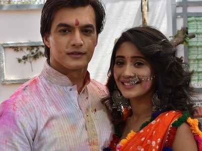 PICS: Popular TV actors play Holi on sets