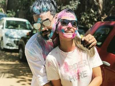 WATCH: Hina-Rocky shake a leg on Holi