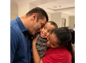 Salman's adorable click with Arpita and Ahil