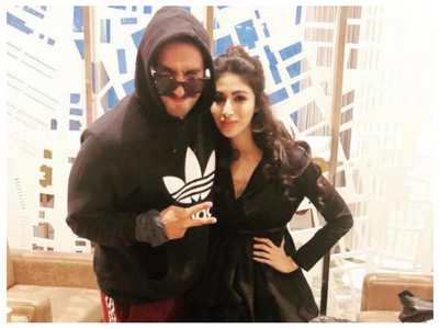 Ranveer gets goofy with Mouni at rehearsals