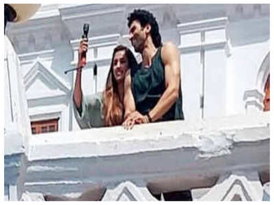 Aditya and Disha on the sets of 'Malang'