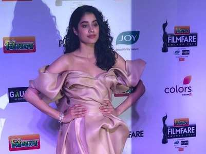 Janhvi Kapoor makes heads turn
