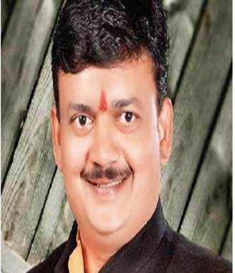 Cong replaces its Chandrapur candidate with Sena defector
