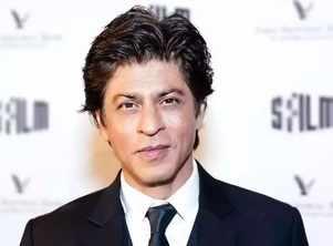 Watch: SRK's sweet gesture for a fan