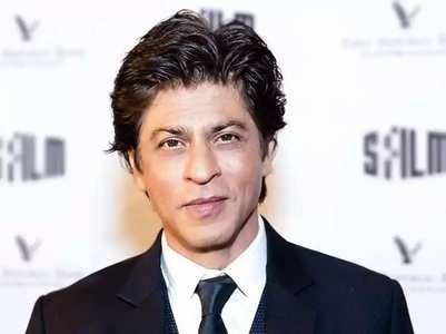 Watch: SRK's sweet gesture for a fan