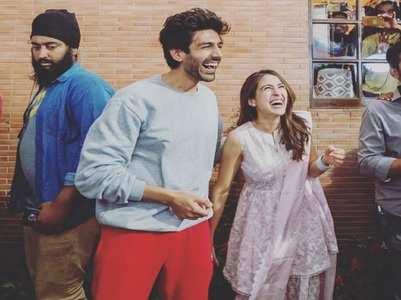 Sara-Kartik bond on sets of Imtiaz's film