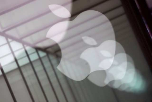 From i to u: Apple shifts focus from products to services