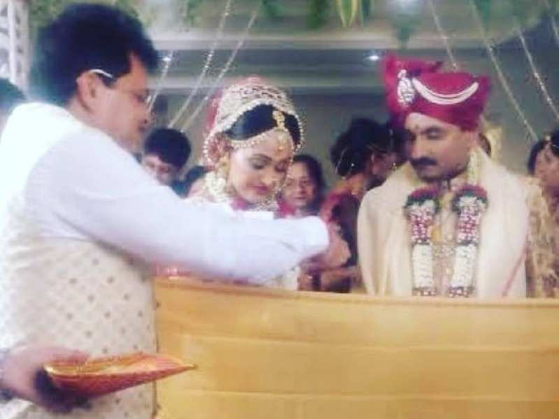 Amidst rumours of replacement, Disha Vakani shares throwback pic with Taarak Mehta's producer Asit Modi
