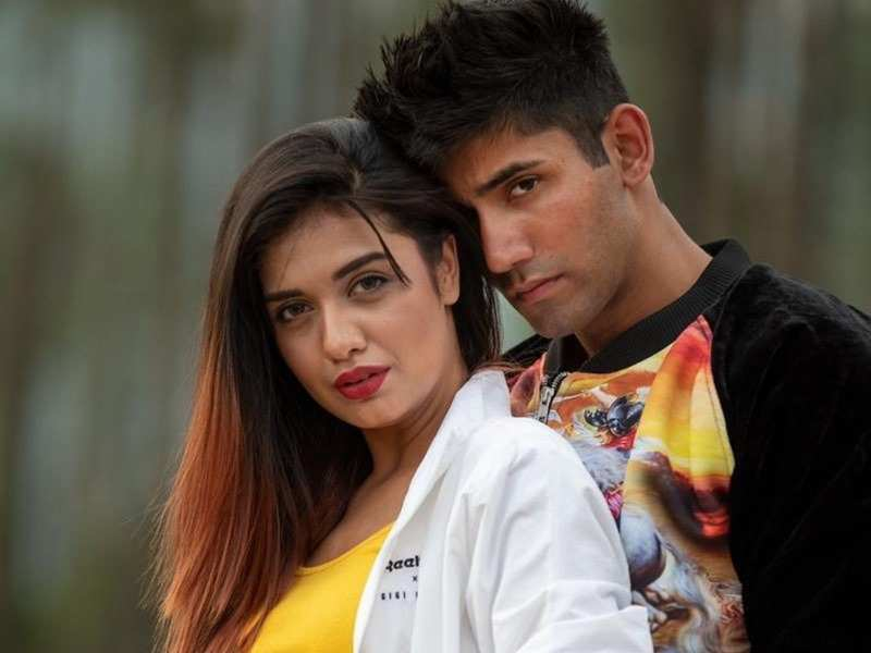 Ace of Space winner Divya Agarwal wishes beau Varun Sood on his birthday with a romantic post