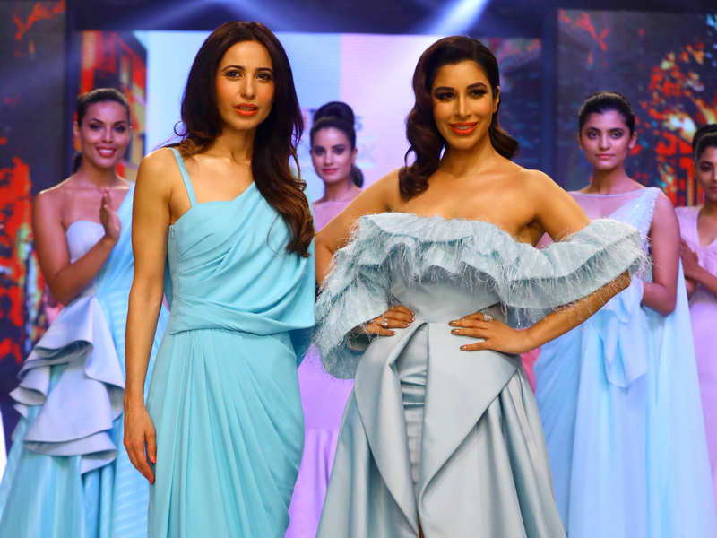 The Delhi Times Fashion Week 2019 Kick Started On Friday At Roseate House Aerocity Times Of India