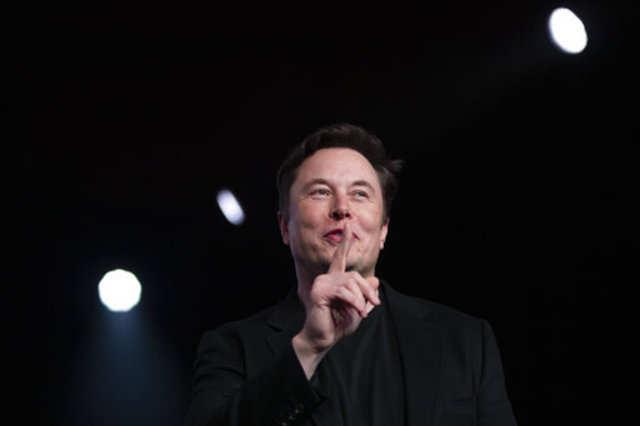 Elon Musk calls the world's richest man a copycat
