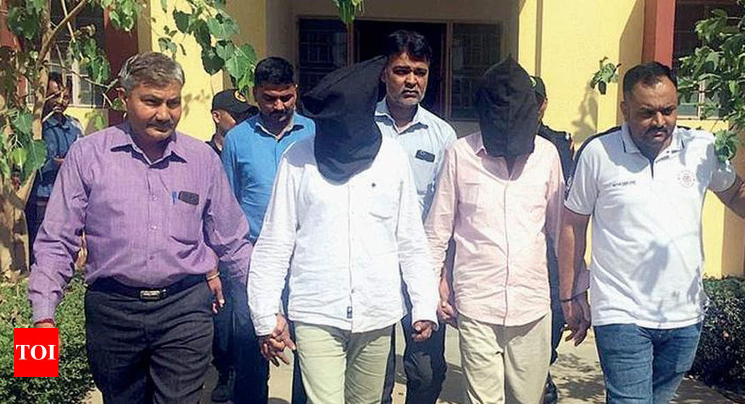 Gujarat ATS arrests two for smuggling heroin