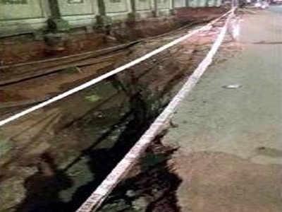 Slow drain work, lack of barricade irk pedestrians | Chennai