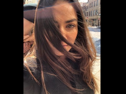 Mira shares a stunning sunkissed selfie
