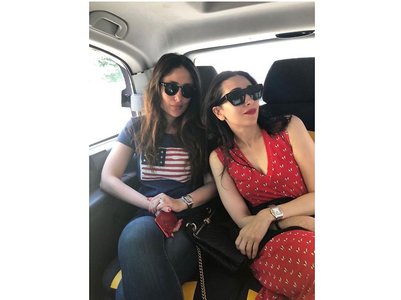 Karisma-Kareena give us major sibling goals