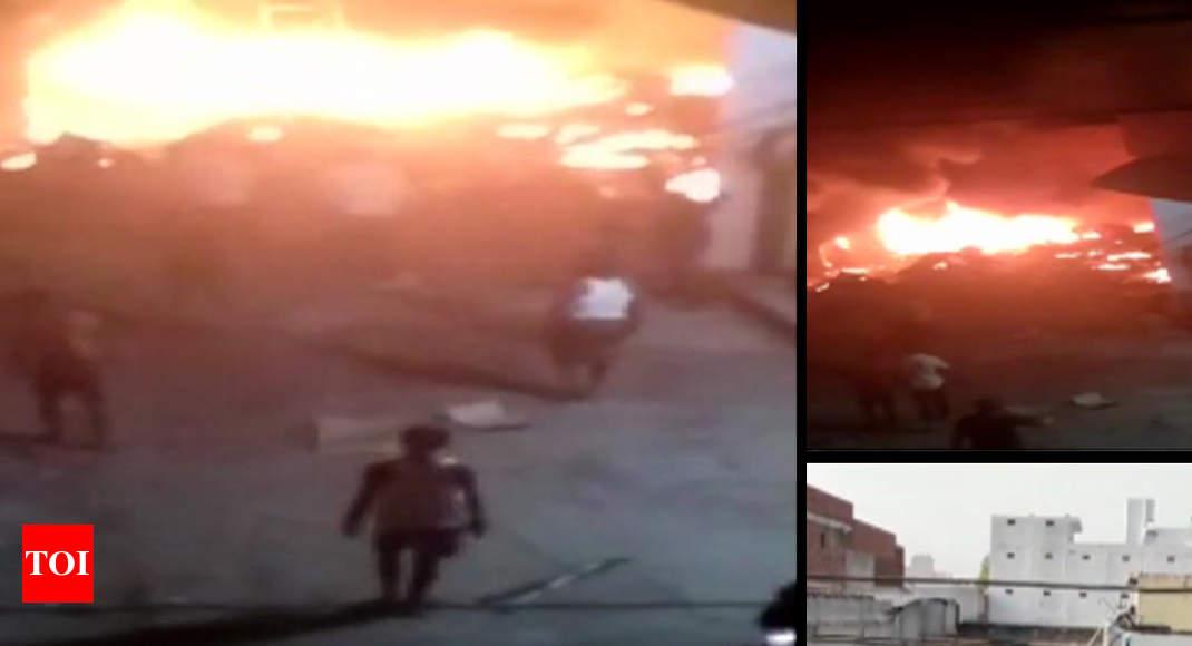 Fire At Gurugram Kadipur Industrial: Gurugram: One Dead, Five Injured In Cng Car Blast Near Firecracker Godown | Gurgaon News