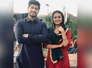 Check out the latest picture of Gurnam Bhullar and Sargun Mehta from the sets of 'Surkhi Bindi'