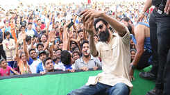 Rana Daggubati clicks selfies with fans at 'Run For Equality' marathon in Jaipur