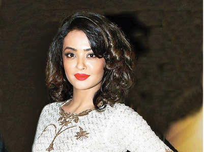 Surveen Chawla delivers a girl