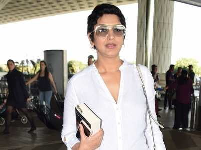 Sonali Bendre spotted at the Mumbai airport