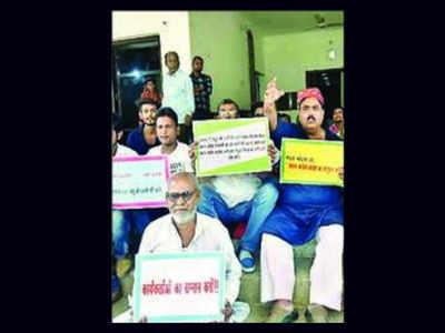 Anti-Shatrughan protest at Bihar Congress HQ | Patna News