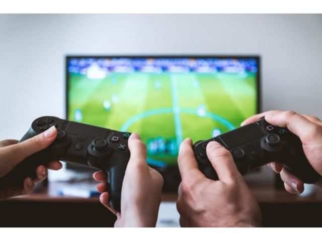 Playing video games may harm girls' social skills: Study