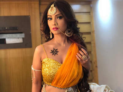 Adaa Khan denies quitting Sitaara