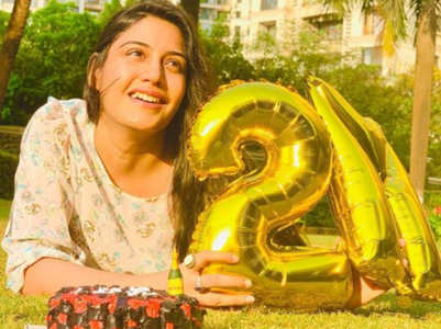 Ishqbaaz fame Surbhi gets 2M followers