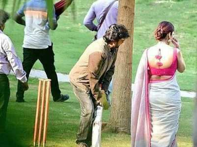 Rajini plays cricket on the sets on his next