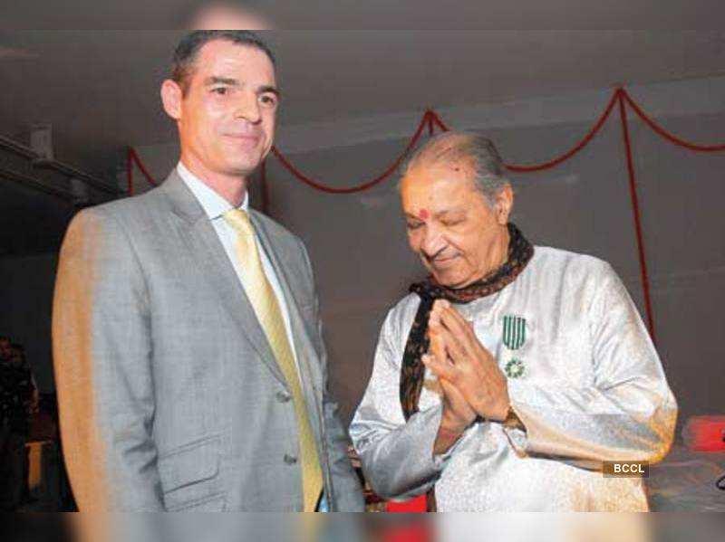 Jerome Bonnafont honours Pandit Hari Prasad Chaurasia