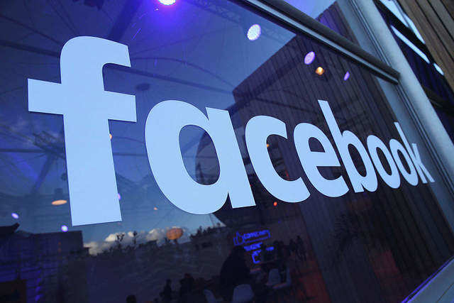 Facebook 'labels' your posts by hand