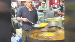 Bharat Dabholkar on why he loves doing a food trail at Minara Masjid during Ramadan