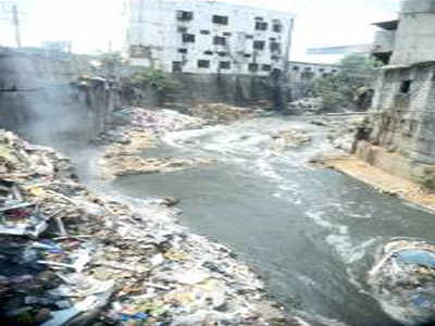 4 booked in an hour for dumping waste at Vrishabhavathi