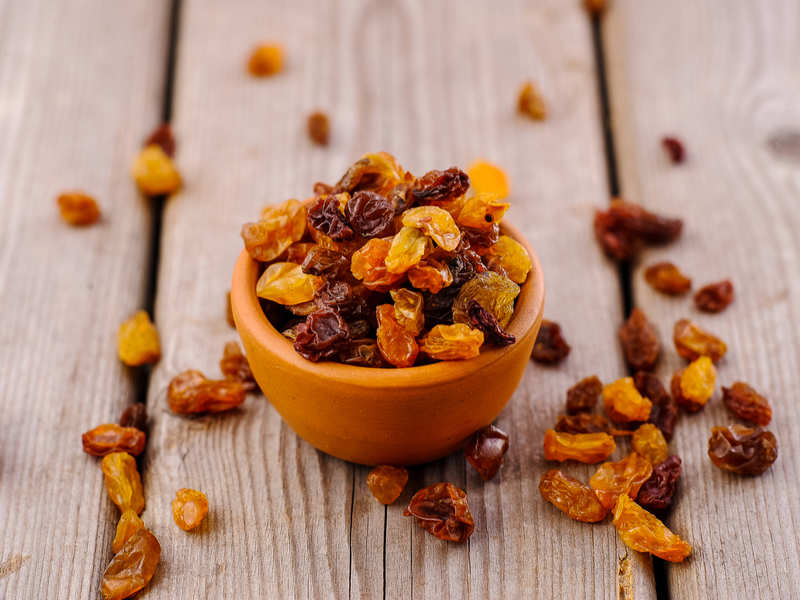 Here's why you should eat raisins everyday!