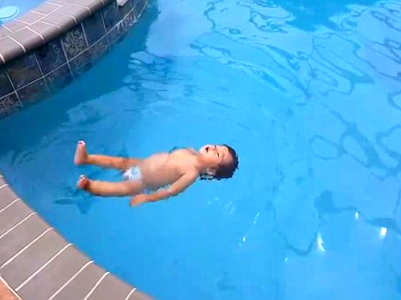 Video of this one-year old baby swimming like a pro is going viral