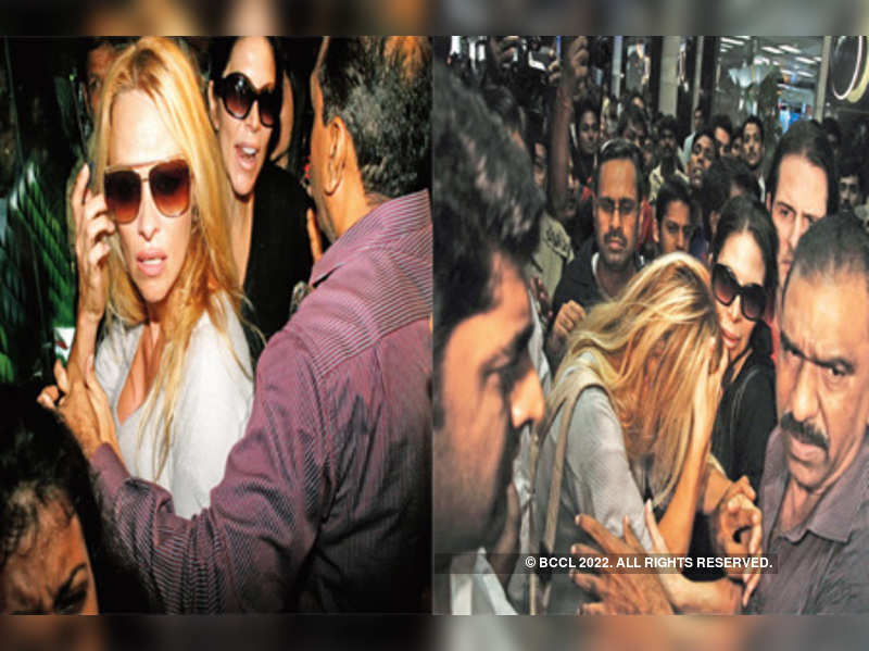 """Pamela Anderson at Mumbai airport Pamela Anderson <a href=""""http://photogallery.indiatimes.com/articleshow/6907391.cms"""" target=""""_blank"""">More Pics</a>"""