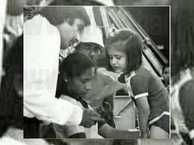 Throwback: Baby Kareena visits 'Pukar' sets