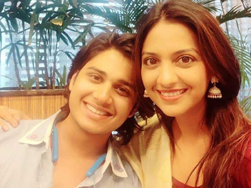Tejashri Pradhan is all praises for 'Ti Saddhya Kay Karte' co-star Abhinay Berde for this reason
