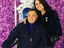 Neetu Kapoor shares a happy picture of Rishi Kapoor, check it out!