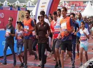 Actor Puneeth Rajkumar motivates city runners