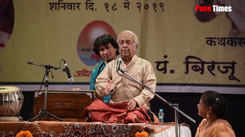 Pandit Biraju Maharaj reciting kavit