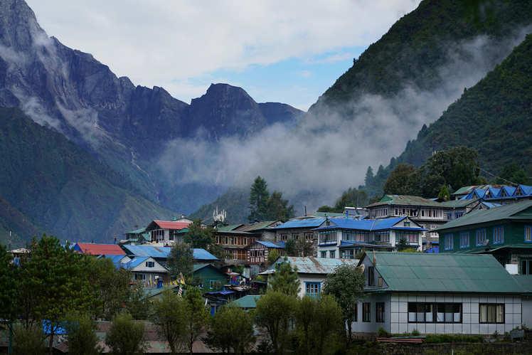 Day 2 - Lukla, trek to Phakding