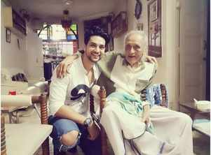 Shakti's pic with his 96-year-old grandpa
